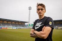 Ofenzivně laděný fotbalista Dominik Smékal se stal kmenovým hráčem Slezského FC Opava.