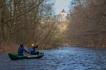 Ilustrační foto. Odemykání řeky Moravice.
