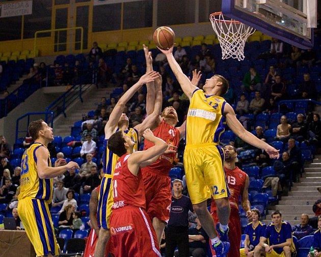 Bruno Ćelebija (žlutý dres, číslo 12)