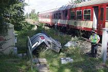 O štěstí může mluvit řidič osobního auta, který se dnes střetl s vlakem u Štítiny. Seděl totiž v autě sám a vlak do něj narazil ze strany spolujezdce.