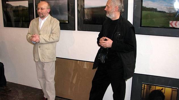 Ředitel Domu umění Martin Klimeš (vlevo) a pražský sochař Kurt Gebauer.