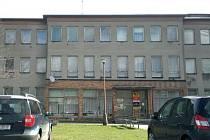 Budova obecního úřadu v Březové na podzim možná konečně bude patřit obci.