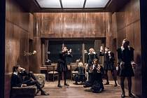 Sedm předních herců z Divadla Na zábradlí se v Opavě představí ve hře Hamleti.