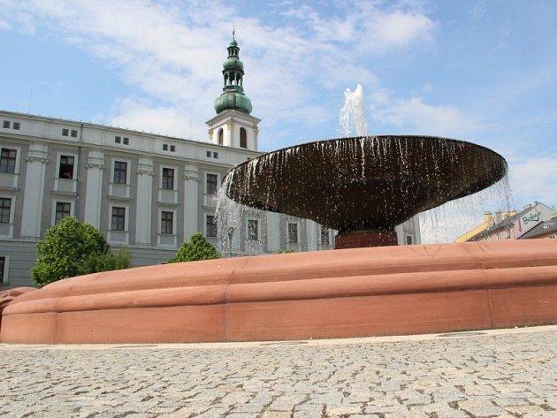 Jedna z nejsložitějších fontán pro obsluhu se nachází na náměstí Osvoboditelů.
