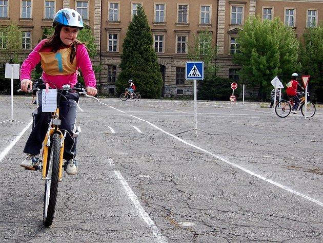 Naučí se bezpečně jezdit a navíc je to baví. Šedesát žáků z opavských základních škol se letos přihlásilo do soutěže mladých cyklistů.