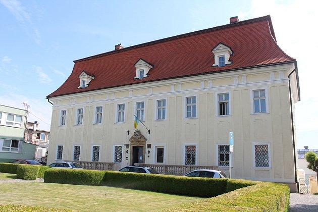 Obecní úřad vBolaticích na zámku.