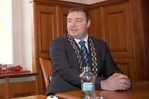 Martin Víteček převzal primátorskou funkci jako čtyřiatřicetiletý. Konec opavské organizace hnutí ANO pro něj ale znamenal také konec v čele města.