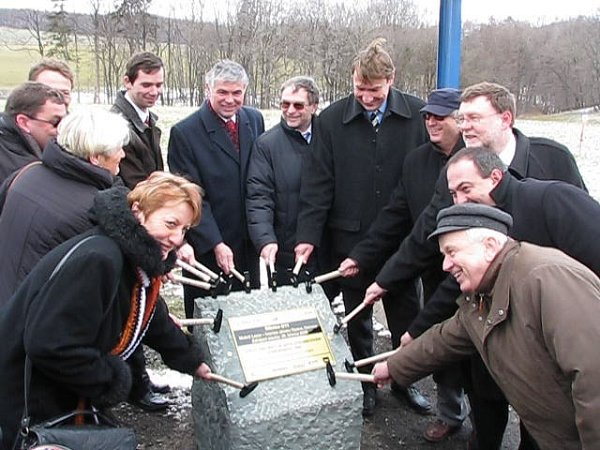 Slavnostní poklepání na základní kámen. Takto to vypadalo 25.března. Dnes je vše jinak.