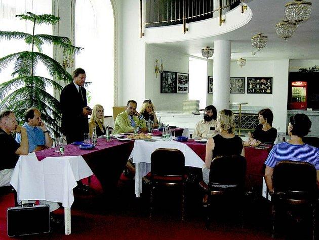 Tisková konference. Komorní setkání s novináři přineslo výhled na následující sezonu.