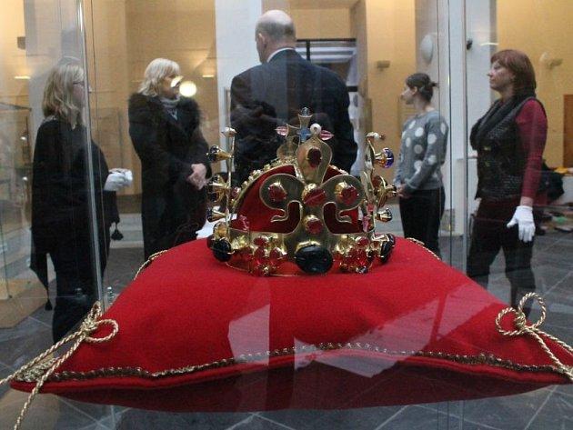 Dům umění a přilehlé prostory kostela svatého Václava se úterý 12. ledna stanou dějištěm výstavy s názvem Magičtí Lucemburkové. Vernisáž odstartuje přesně v 17 hodin. Expozice potrvá až do konce února.