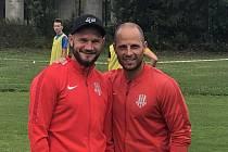 David Mikula (vlevo) se svým kamarádem, trenérským parťákem a spoluhráčem z Pusté Polomi Tomášem Mrázkem.