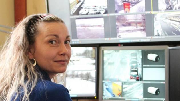 Monika Kolšová ve službě. Hlučínští strážníci mají novou kolegyni.