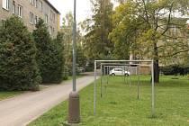 Nové parkoviště, které se mělo v těchto místech vybudovat v rámci revitalizace vnitrobloku mezi Sokolovskou a Olomouckou ulicí v Opavě, se v příštím roce stavět nebude. Na projekt nezbyly městu peníze.