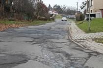 Stará silnice v Opavě připomíná tankodrom.
