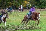 Do dvacátého ročníku Selské Hubertovy jízdy v Mikolajicích se letos zapojilo rekordních 108 koní.
