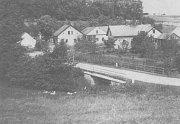 ŠTEMPLOVSKÝ most na fotce z války kolem roku 1944. Most byl Němci zničen 5. května 1945.