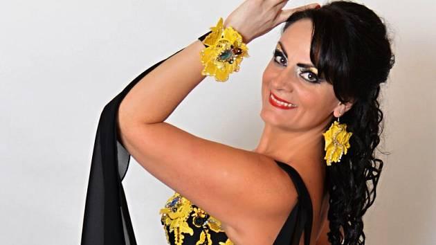 Eva Grambalová alias Afra je držitelkou zlata z republikového šampionátu. Její taneční skupina se pyšní medailemi z prestižní mezinárodní soutěže talentů s názvem Talent Awards. Nejen Afra divákům Kulturního domu Na Rybníčku předvede efektní břišní tance.