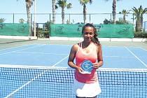 Pernilla Mendesová se raduje z premiérového triumfu na turnaji ITF v Heraklionu.
