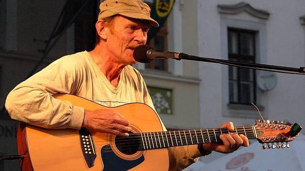 Jiří Schmitzer vystoupil ve čtvrtek na Dolním náměstí v Opavě.