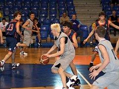 Opavští basketbalisté završili úspěšně letošní sezonu, když v závěrečném finále vybojovali pro Opavu stříbrné medaile.