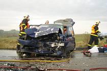 V pátek ráno došlo k vážné dopravní nehodě na samé hranici opavského okresu. Na silnici mezi Těškovicemi a Bítovem se střetly dva vozy – Volkswagen Polo a Škoda Fabia.