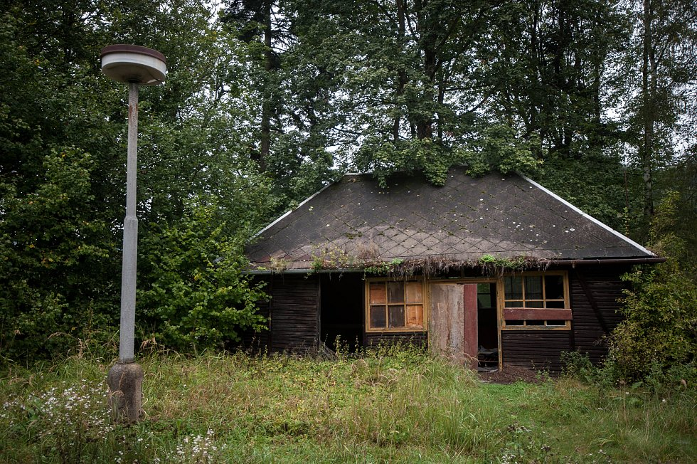 Jánské Koupele (německy Bad Johannisbrunn), dříve také Melčské lázně, jsou bývalé lázně ležící severozápadně od Vítkova v okrese Opava, v rozsáhlých lesích při řece Moravici.