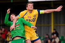Filip Dort (ve žlutém)