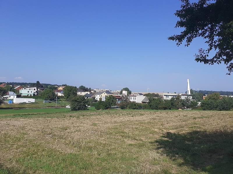 Obec Služovice.