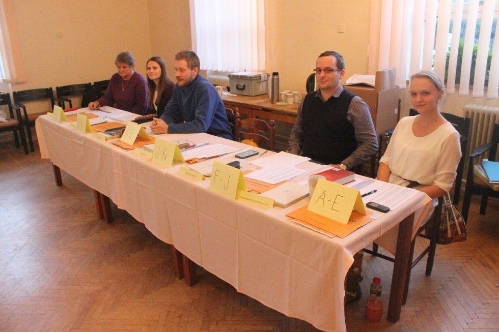 Volební místnost v Žimrovicích.