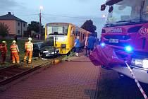 Nehoda osobního vlaku s automobilem ve Velkých Hošticích na Opavsku.