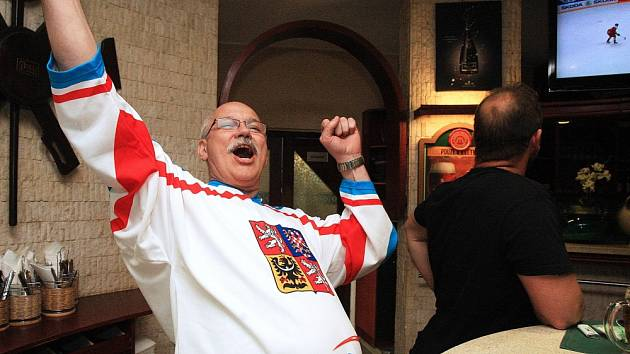 Hokejové čtvrtfinále si nenechali ujít ani sportovní fanoušci v opavském okrese.