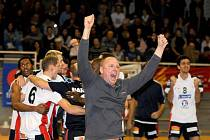 Martin Demar se raduje po vítězném utkání, které znamenalo postup do nejvyšší francouzské soutěže.