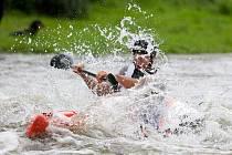 Čeští reprezentanti měli v sobotu na řece Moravici medailové žně. Mistrovství světa juniorů ve sjezdu na divoké vodě mělo před sebou předposlední závodní den a Čechům se dařilo.