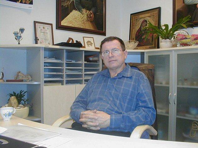 Šéf Okresní hospodářské komory v Opavě podnikatel Václav Hon napsal primátoru Zbyňku Stanjurovi dopis. V něm uvedl, že vysoká daň z nemovitosti představuje další snížení konkurenceschopnosti firem z Opavska.