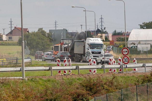 Spojka S1 vOpavě, silnice mezi Globusem a Kauflandem.
