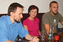 Motorkáři Jindřich Zimola, Žaneta Kernová a Martin Kern.
