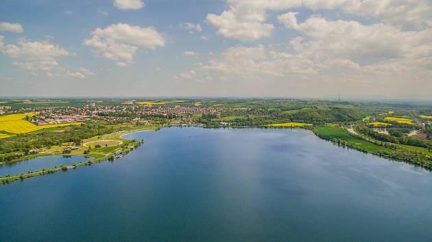 Hlučínské jezero se rozprostírá na ploše přes 130 hektarů.