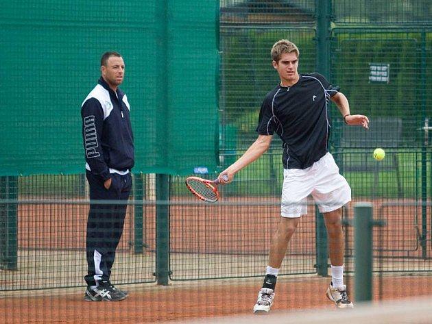 Izraelští tenisté v pondělí trénovali v opavském Tenis centru v Královecké ulici, zápasy kvalifikačního turnaje starších dorostenců na Galeův pohár startují tamtéž už dnes.