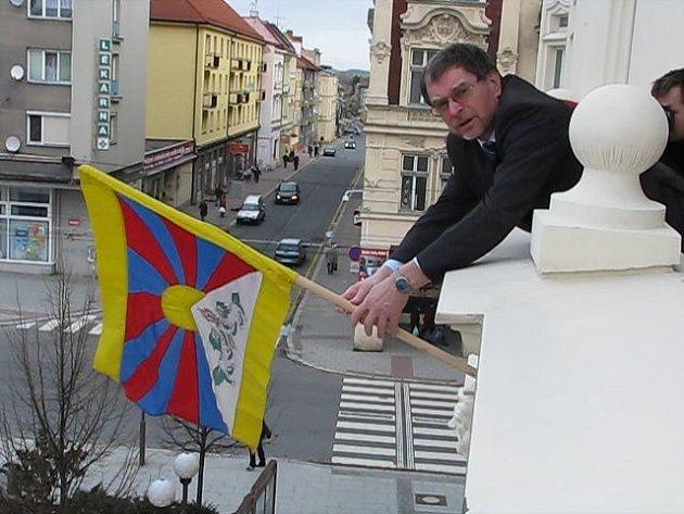 Na Hlásce vlaje od úterka tibetská vlajka.