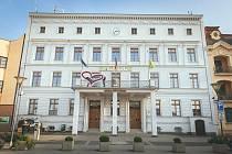 Sousedské spory často končí u přestupkové komise radnic v Hlučíně (na snímku) či v Opavě. Ilustrační snímek.