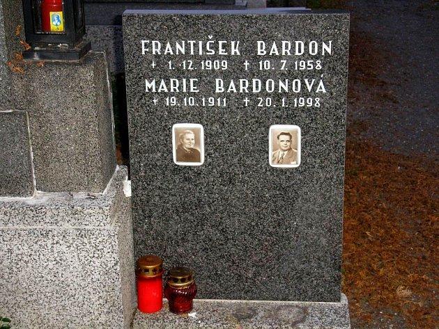 Mágův hrob. František Bardon je pohřben na hřbitově v Opavě–Kylešovicích.