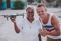 Vít Kanyza (na snímku vpravo) připravuje nový dokument, který tentokrát natáčel na Haiti.