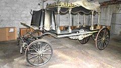 Pohřební vůz z Darkoviček, jehož obnova bude brzy dokončena, uvidí poprvé návštěvníci dožínek.