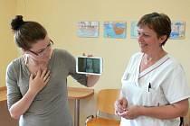 Tablet zlepší domluvu mezi slyšícími zdravotníky a neslyšícími pacienty.