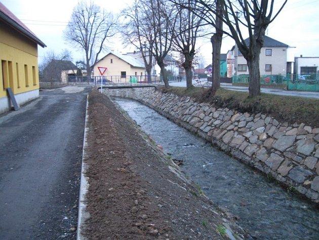 Nová protipovodňová opatření na toku Sedlinka ve Štítině si vyžádala bezmála čtyři a půl milionu korun.