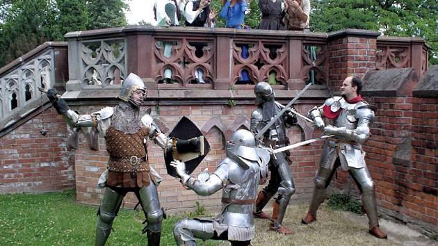 Skupina historického šermu předvede souboje z období gotiky již tuto sobotu. Boje proběhnou v areálu zámku Hradce nad Moravicí.