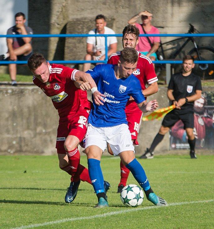 Fotbalové utkání mezi FC Velké Meziříčí a FC Dolní Benešov.