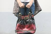 Jako nová. Tahle červená kabelka pomůže 10. září dobré věci.