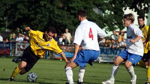 Kravaře výborně vstoupily do letošního ročníku fotbalové divize. Ze dvou zápasů na hřištích soupeřů vybojovaly čtyři body.