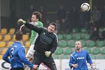 Martin Hanus (v zeleném) střílí svůj první letošní gól.